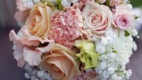 Piękny ślubny bukiet na tle ulistnienie zdjęcie wideo