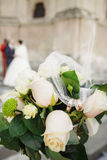 Piękny ślubny bukiet róże dla panny młodej Obraz Royalty Free