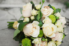 Piękny ślubny bukiet róże dla panny młodej Obrazy Royalty Free