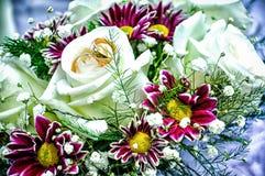 Piękny ślubny bukiet z obrączkami ślubnymi Obraz Royalty Free