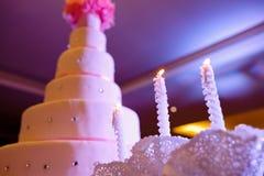 Piękny ślubny tort, białego torta ślubna dekoracja zdjęcia royalty free