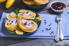 Piękny śniadaniowy bananowy fritter dekorujący frieds additives Zdjęcie Stock