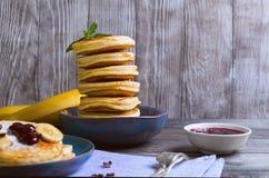 Piękny śniadaniowy bananowy fritter dekorujący frieds additives Fotografia Stock