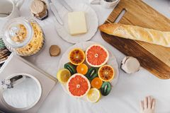 Piękny śniadaniowy stół Zdjęcie Royalty Free