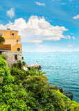 Piękny śródziemnomorski krajobraz, francuski Riviera Fotografia Royalty Free