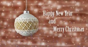 piękny świąteczny Nowy Year& x27; s zabawki piłka na choince Zdjęcie Royalty Free
