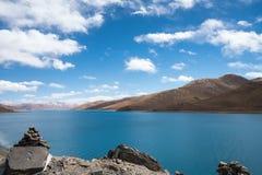 Piękny święty jeziorny yamdrok Zdjęcia Royalty Free