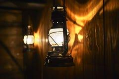 Piękny światło i cienie odbijamy na drewnianej ścianie dla Zdjęcie Stock
