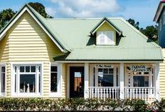 Piękny żółty pastelu dom w Samana Fotografia Stock