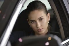 Piękny żeński kierowcy zakończenie w górę portreta Zdjęcia Royalty Free