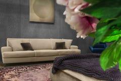 Piękny żywy pokój z białą kanapą Zdjęcie Royalty Free