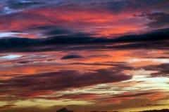 Piękny żywy zmierzch na chmurnym Zdjęcia Stock