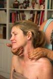 piękny 69 kobieta odbiorcza masaż. Zdjęcie Royalty Free