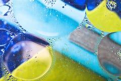 Piękny abstrakcjonistyczny kolorowy tło, olej na wody powierzchni Fotografia Stock