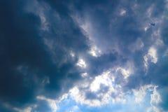 Piękny abstrakcjonistyczny niebieskie niebo krajobrazu tło i tapeta obrazy royalty free