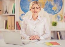 Piękny agent biura podróży Obrazy Royalty Free
