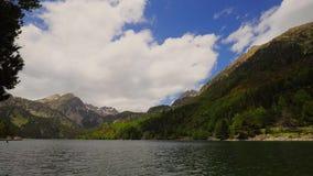 Piękny Aiguestortes ja Estany De Sant Maurici park narodowy Hiszpańscy Pyrenees w Catalonia, czasu upływ zbiory wideo