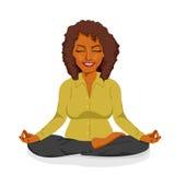 Piękny amerykanina afrykańskiego pochodzenia bizneswomanu relaksować szczęśliwy w joga lotosu pozie Zdjęcia Royalty Free
