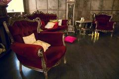 Piękny antykwarski pokój z czerwonymi karłami Zdjęcie Royalty Free
