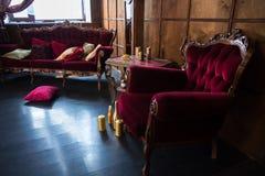 Piękny antykwarski pokój z czerwonymi karłami Zdjęcia Stock