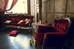 Piękny antykwarski pokój z czerwonymi karłami Fotografia Royalty Free