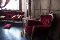 Piękny antykwarski pokój z czerwonymi karłami Obrazy Stock