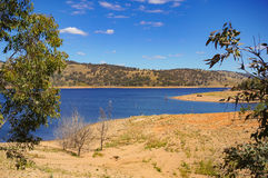 Piękny australijczyka krajobraz z jeziorem na słonecznym dniu Obraz Royalty Free