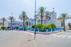 piękny błękitny i biel myliśmy budynki przy rondem w Sidi Ifni, Maroko, afryka pólnocna Fotografia Stock