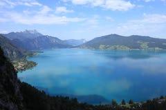 Piękny błękitny jezioro w Austria zdjęcia royalty free