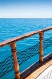 Piękny błękitny morze i statek Zdjęcia Royalty Free