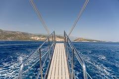 Piękny błękitny morze za burtą statek Zdjęcia Royalty Free