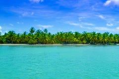 Piękny błyszczący błękitny morze karaibskie Zdjęcie Royalty Free
