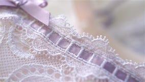 Piękny beż, biel koronka i jedwab bielizny zbliżenie i zbiory wideo