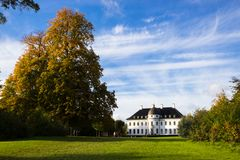 Piękny Bernstoff pałac, park blisko Kopenhaga i, Dani obraz stock