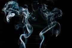Piękny bielu dym przeciw czarnemu tłu, ruch plama Zdjęcie Royalty Free