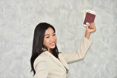 Piękny bizneswoman przygotowywający podróżować obraz stock