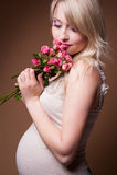 piękny blond kobieta w ciąży Zdjęcie Royalty Free