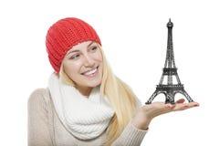 Piękny blondynki mienia wieży eifla model Zdjęcia Stock