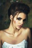 Piękny blondynki panny młodej kobiety portret Splendor Ślubna fryzura zdjęcia royalty free