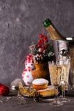 Piękny bożego narodzenia pojęcie z cukierkami i akcesoriami zdjęcia royalty free