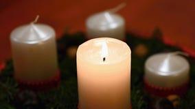 Piękny Bożenarodzeniowy blask świecy z świeczką Pojęcie dla Bożenarodzeniowego zima czasu obraz stock