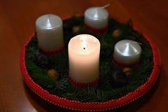 Piękny Bożenarodzeniowy blask świecy z świeczką Pojęcie dla Bożenarodzeniowego zima czasu obraz royalty free