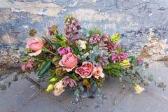 Piękny bogaty kwiatu bukiet z różami Zdjęcie Royalty Free
