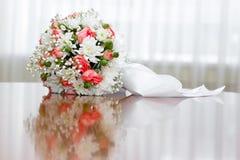 piękny bridal bukiet przy przyjęciem weselnym Zdjęcie Royalty Free