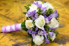 piękny bridal bukiet przy przyjęciem weselnym Zdjęcia Royalty Free