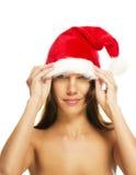 piękny brunetki kapelusz stawiająca Santas kobieta Zdjęcia Royalty Free