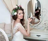 Piękny brunetki panny młodej portreta ślubu styl Obraz Stock
