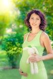 Piękny brzuch młody kobieta w ciąży Obrazy Royalty Free