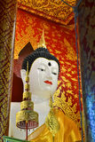Piękny Buddha wizerunek W świątyni Fotografia Royalty Free