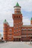 Piękny budynek kukiełkowy teatr budował w Flamandzkim stylu i terenie przed on Republika Mari El, Yoshkar Fotografia Stock